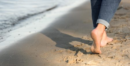 Soñar con andar descalzo